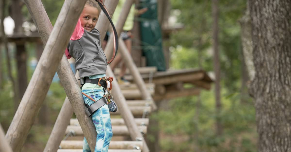 girl on adventure course