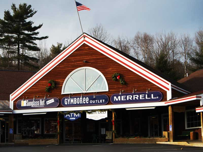 Outlet storefronts in Lake George