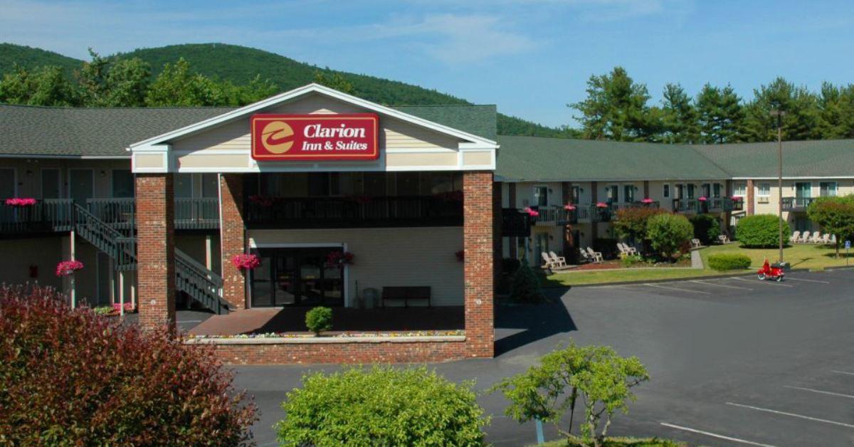 exterior of clarion inn & suites