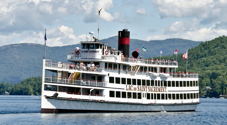 the Lac Du Saint Sacrement cruise ship