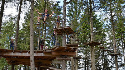 people on a ropes course