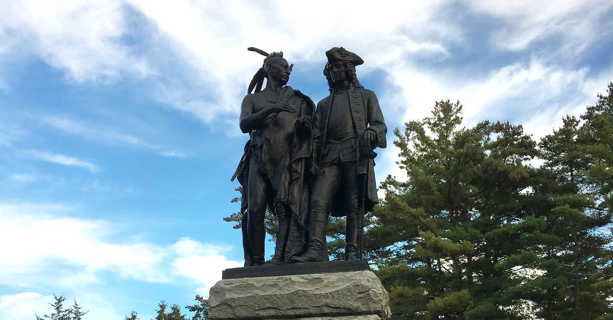 statue of king hendrick and general johnson