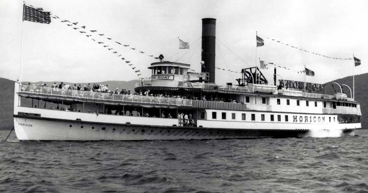 the second horicon steamboat on the water