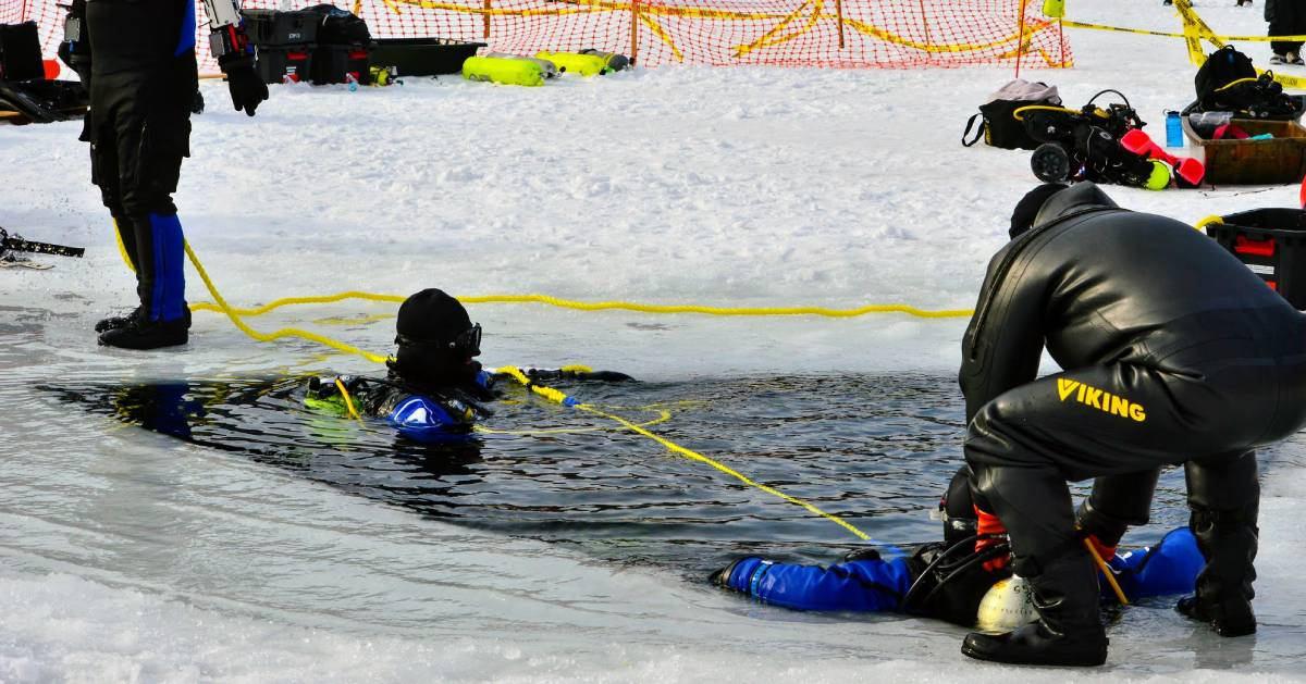 ice diving demonstration