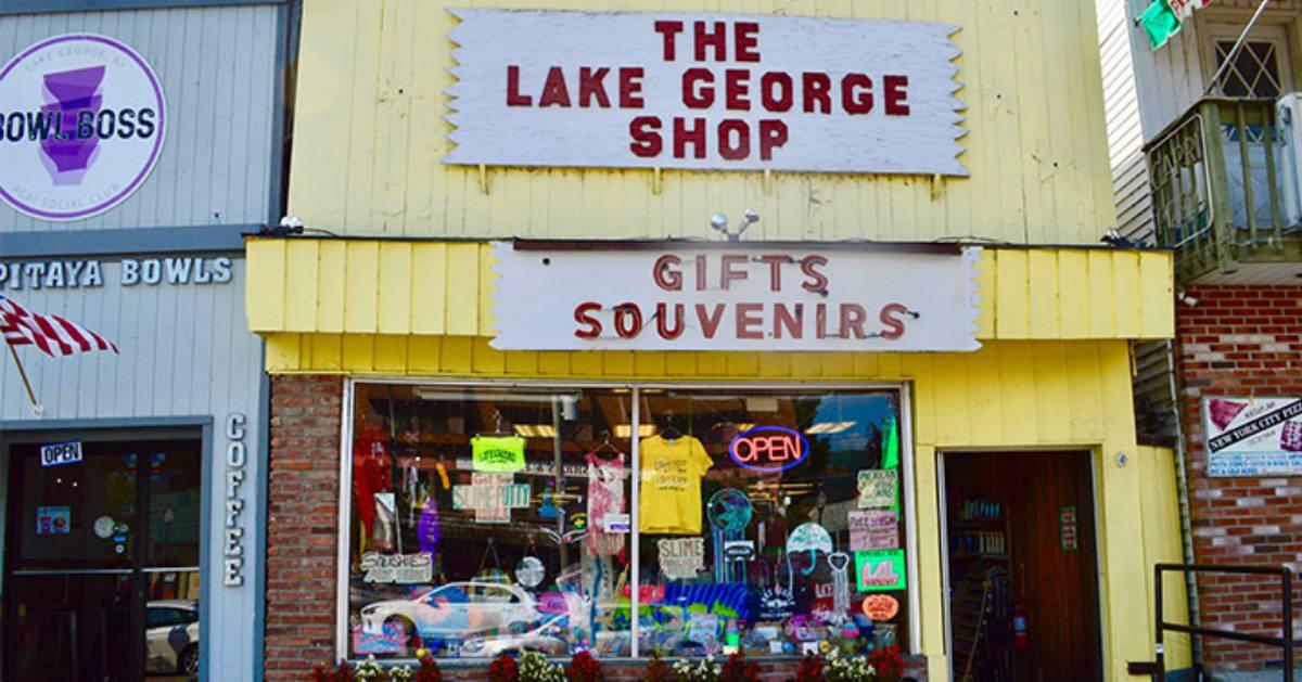 koutside of souvenir shop