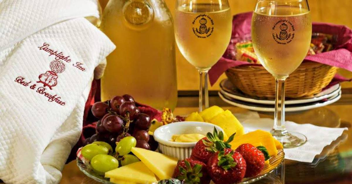 Lamplight Inn room platter with wine and fruit