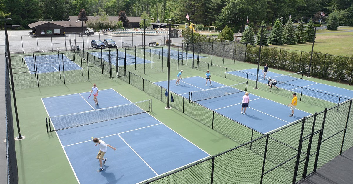 pickelball courts with people playing