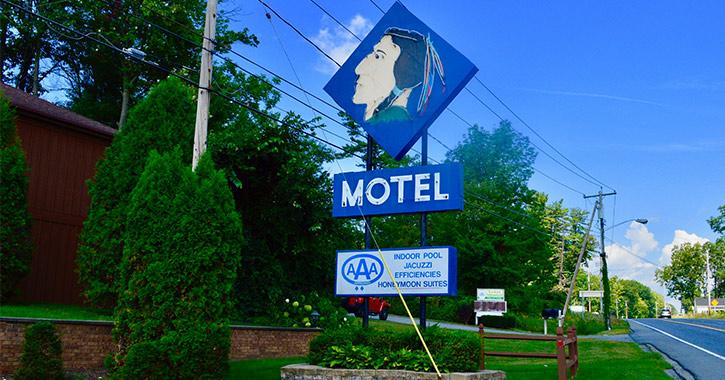 motel neon mohecan