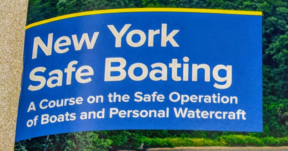 cover of New York Safe Boating pamphlet