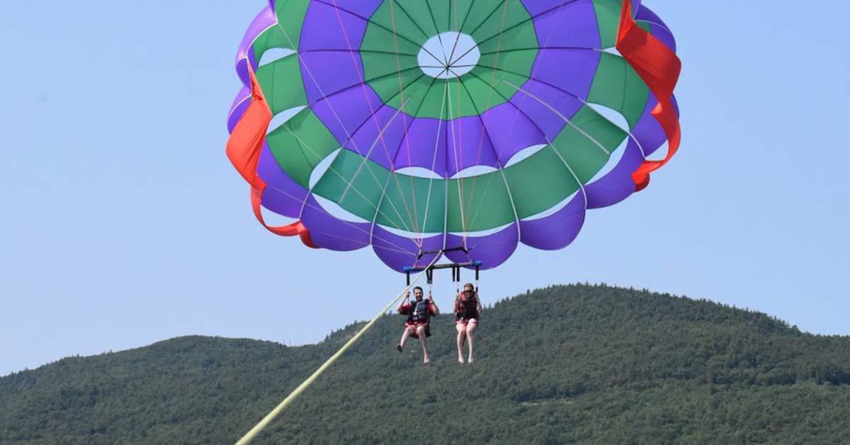 couple parasails