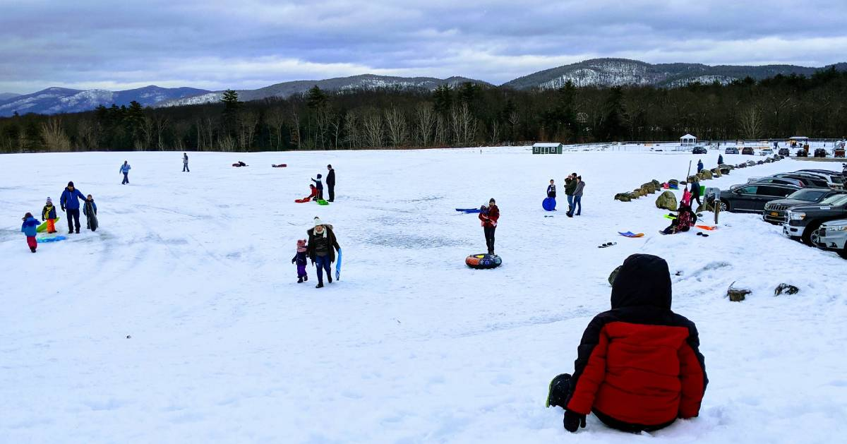 kids and people at snow tubing hill
