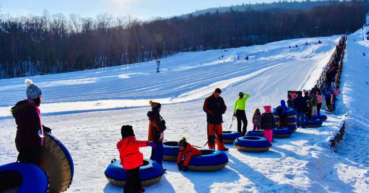 people lined up for snowtubing