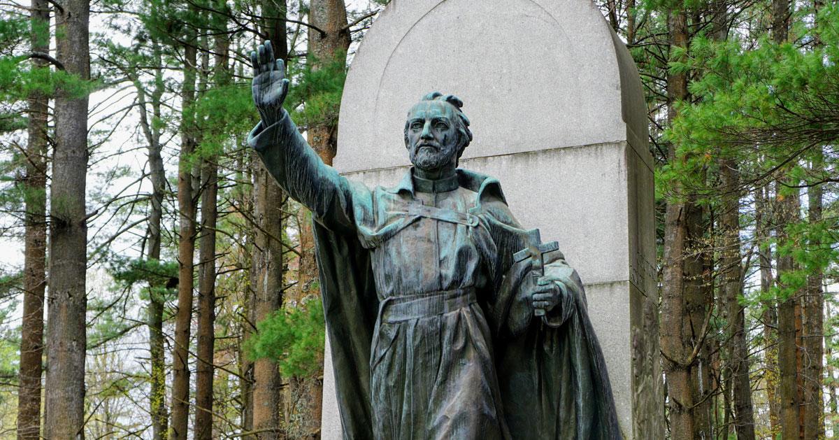 statue waving