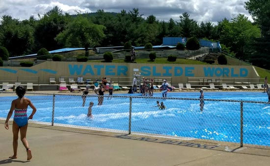 wave pool at Water Slide World