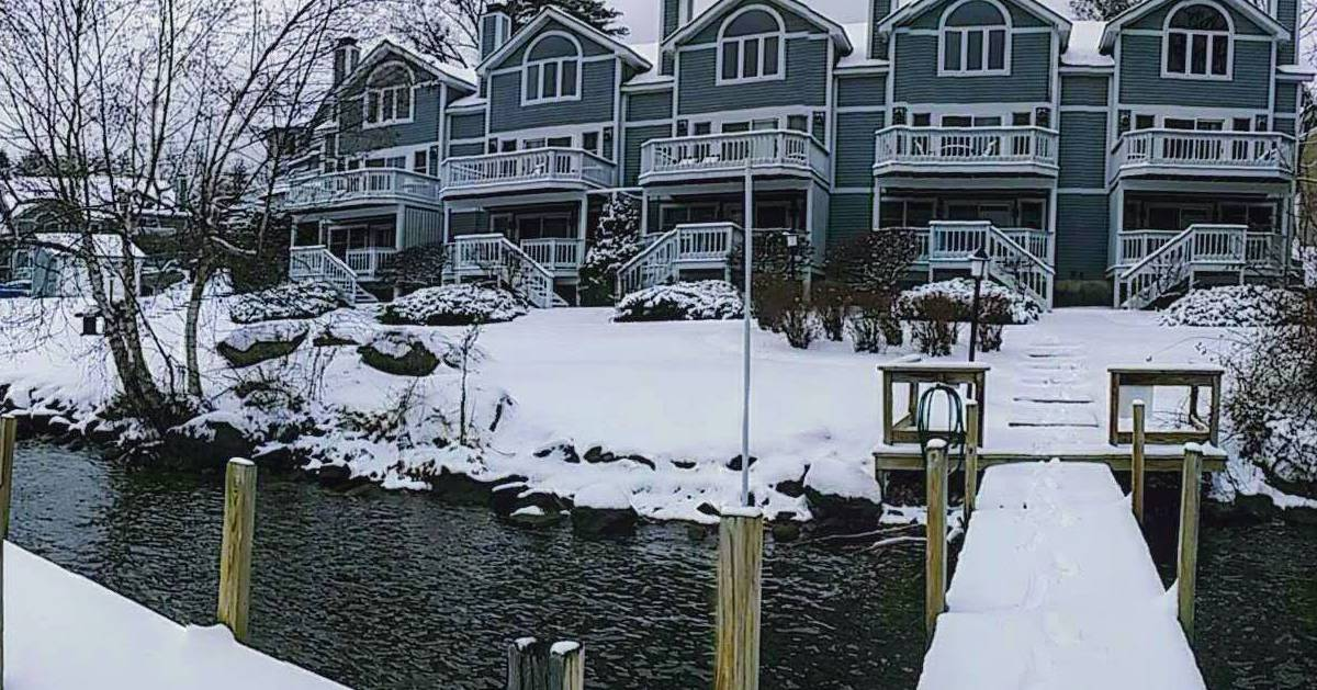 lodging by the water in the winter