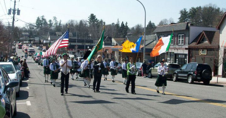 people marching in a st. patrick's day parade