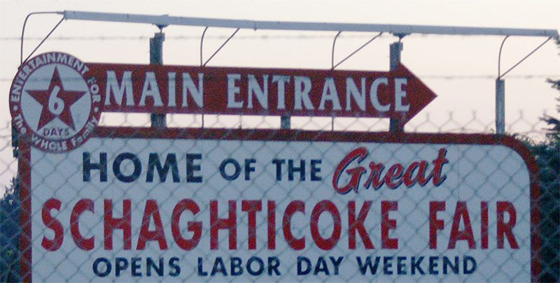 Sign directing visitors to the main entrance of the Schaghticoke Fairgrounds