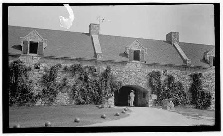 Old black and white photo of fort Ticonderoga