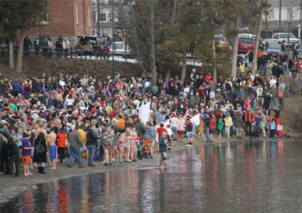 polar-plunge-crowd.jpg