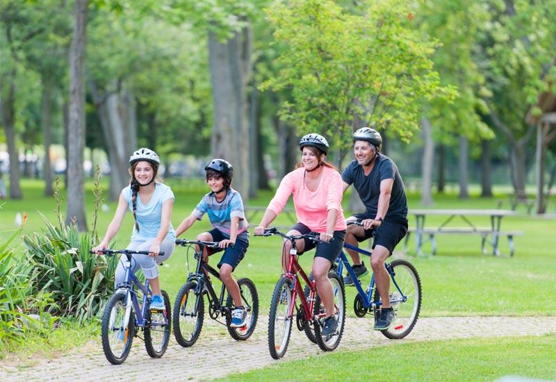 Kết quả hình ảnh cho tập đi xe đạp sớm cho con