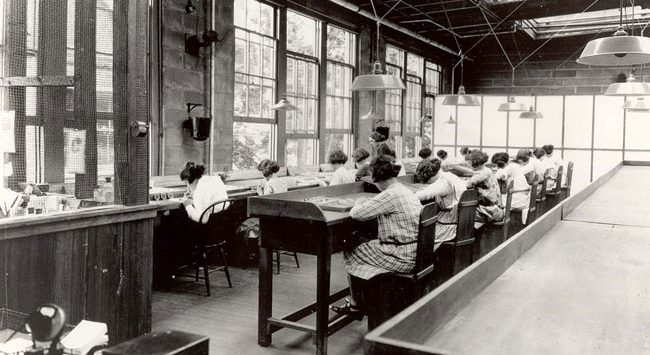 radium-factory-workers