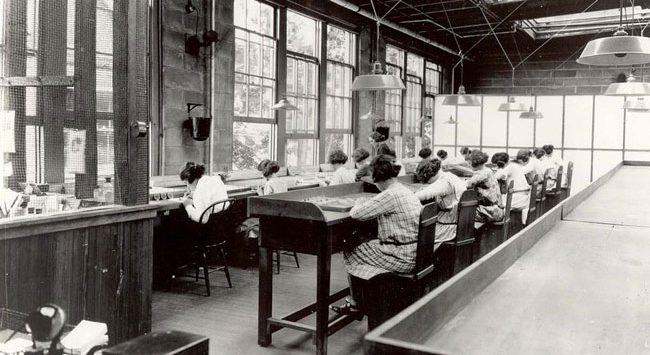 radium-factory-workers