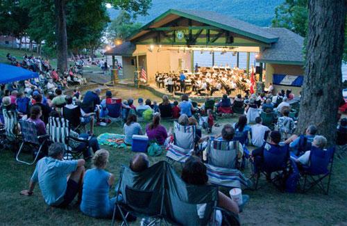 concert crowd at shepard park amphitheater