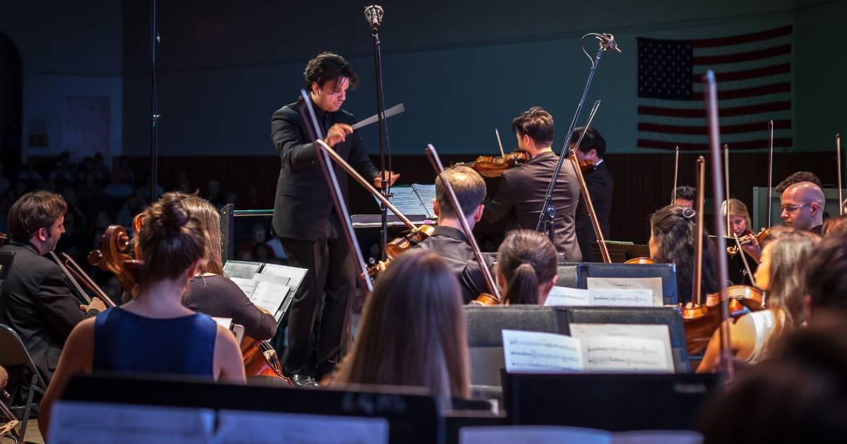 symphony orchestra plays